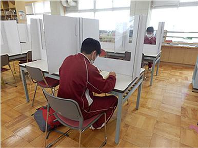 導入事例 新潟市立小新中学校様(図書館)